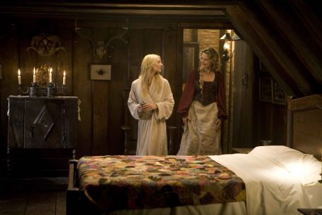 "Lamia Yvaine (CLAIRE DANES, left), a fallen star, falls into the clutches of the scheming  (MICHELLE PFEIFFER, right) in ""Stardust."" Credit: David James. © 2007 Paramount Pictures. All Rights Reserved."