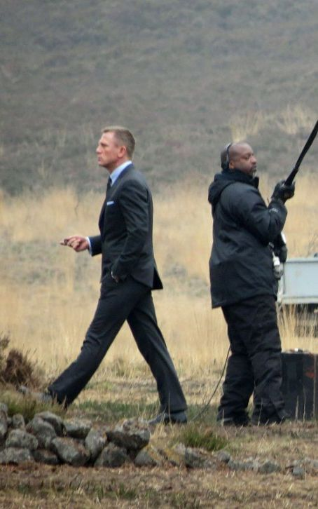 "Daniel Craig: Studly on the ""Skyfall"" Set"