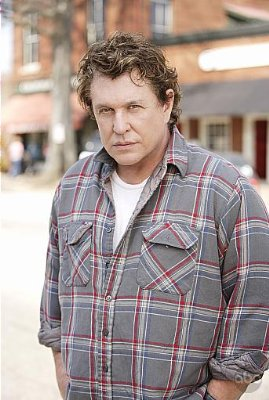 Tom Berenger October Road. (2007)
