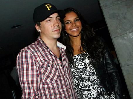 Diego Ferrero and Mariana Rios as a couple