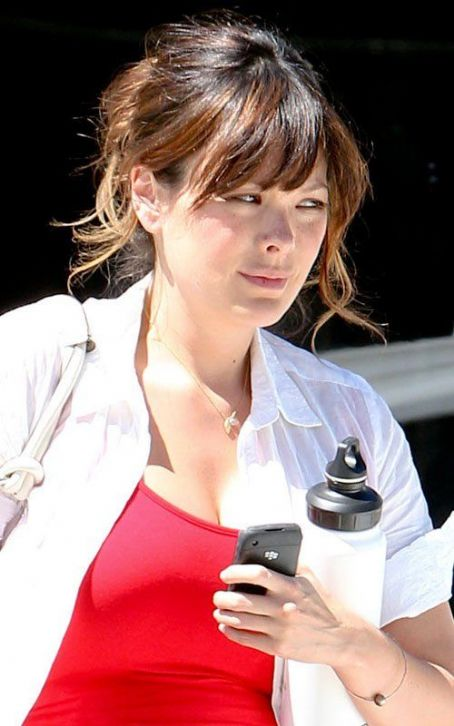 Pregnant Lindsay Price: Radiant in Red