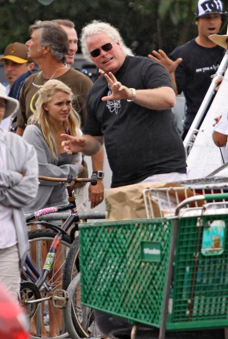 Soul Surfer AnnaSophia Robb Gets The Munchies On The Set Of Her Latest Film