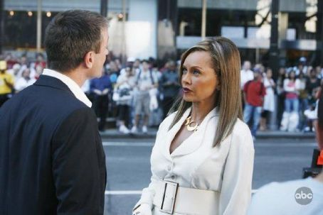 Vanessa Williams and Grant Bowler