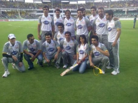 Kunal Khemu Salman Khan and more Celebs @ CCI Cricket Match *Updated*