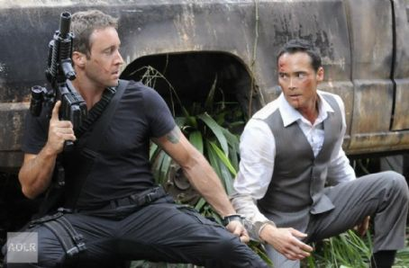Alex O'Loughlin - Hawaii Five-0 2x22 stills