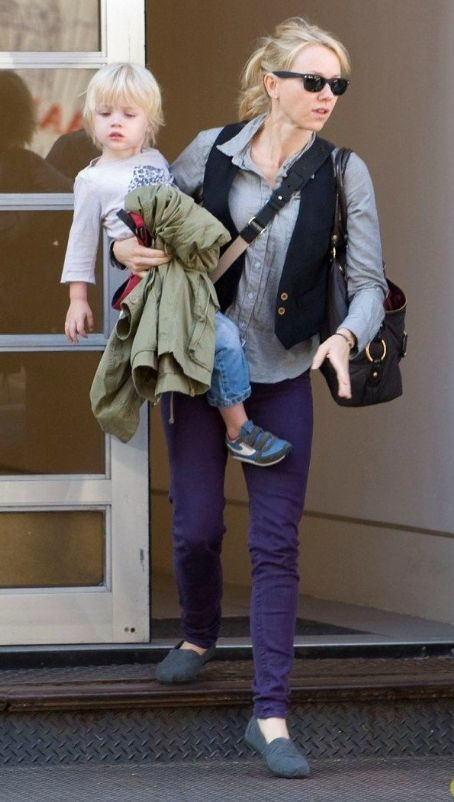 Naomi Watts: Shopping with Samuel!