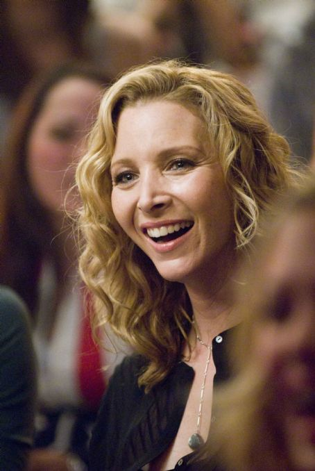 "P.S. I Love You LISA KUDROW as Denise in Alcon Entertainment's romantic comedy "","" distributed by Warner Bros. Pictures. The film stars Hilary Swank and Gerard Butler. Photo by Phil Caruso. TM & © 2007 Warner Bros. Entertainment Inc. All"